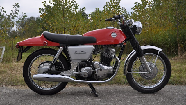 Norton Commando Fastback 750 1960s British classic motorcycle