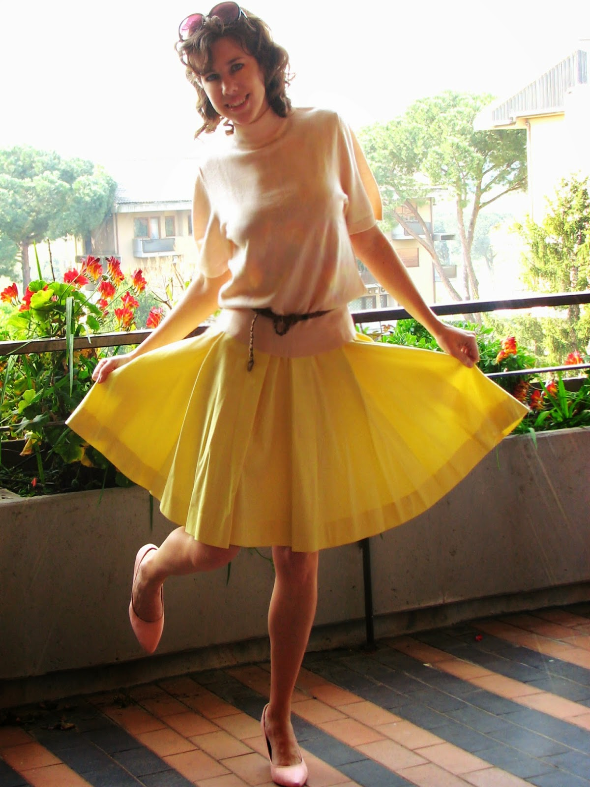 http://s-fashion-avenue.blogspot.it/2014/03/ladylike-with-full-skirt.html