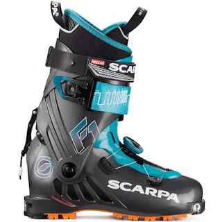 Scarpe F1 2019. La chaussure est parfaite pour tous les randonneurs à la recherche d'une chaussure technique de montagne qui permettra des ascensions longues et des descentes avec un maximum de plaisir.