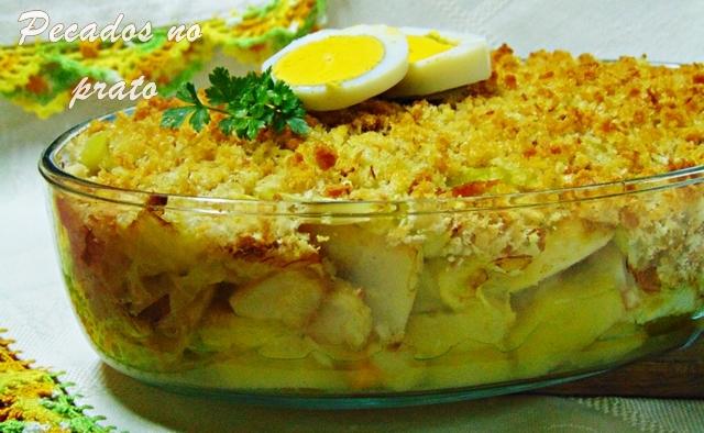 Bacalhau especial gratinado com pão e couve penca