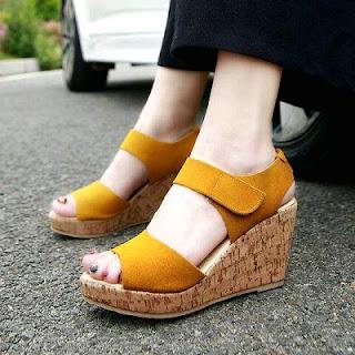 Sandal Wanita Terbaru Untuk Berpergian