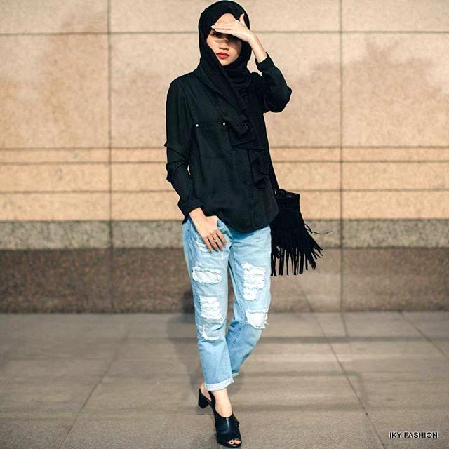 model  Gaya Hijabers Casual Jeans sedang trend sekarang