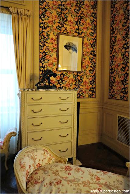 Esculturas de Gertrude en su Dormitorio en la Mansión The Breakers, Newport