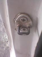 Cara Memperbaiki Kunci Pintu dan Engsel Pintu Mobil