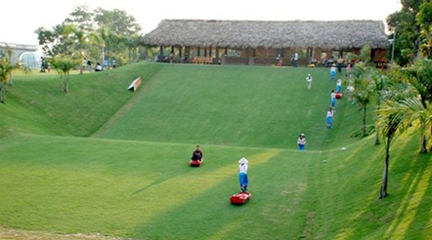 Khu trượt cỏ tại Ohara Villa