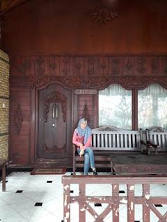 Rumah adat Madura 2 di Pantai Pasir Putih Situbondo