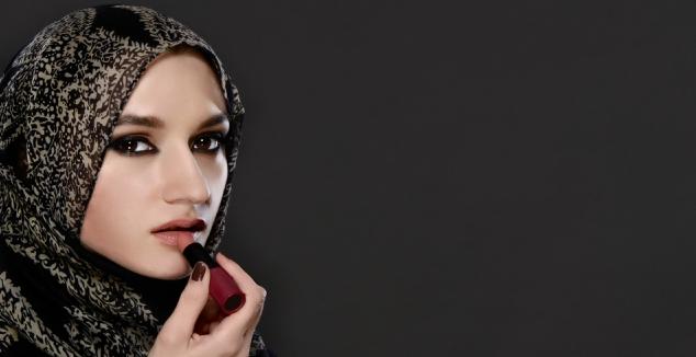 Cara Memilih Lipstik Yang Cocok Untuk Bibir Hitam Tebal yang Bagus
