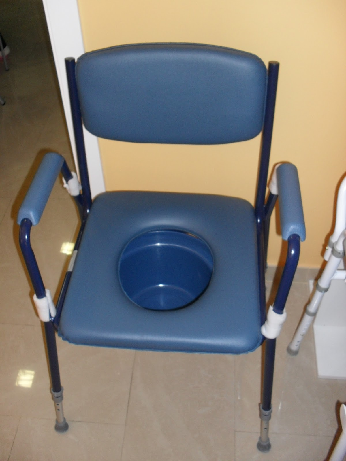 Silla con wc modelo club regulable en altura perfecta for Sillas para water