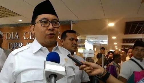 Dalam Perjalanan Ke Amsterdam, Fadli Zon Bikin Puisi Sindir Jokowi, Isinya Nyesek Banget