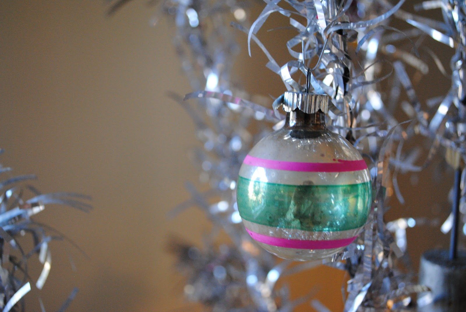 a perfect gray: vintage christmas ornaments
