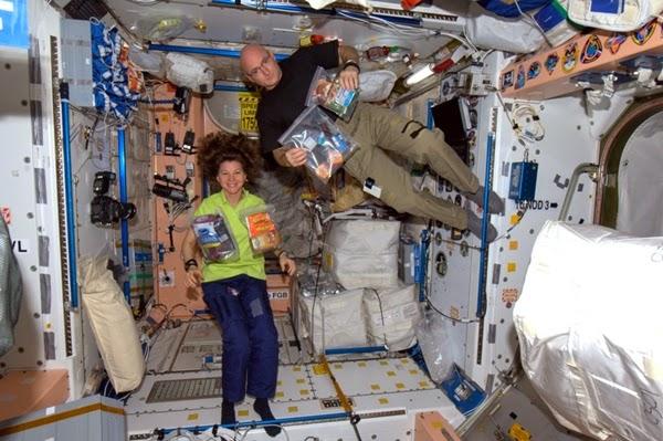 Mengapa Astronot Bisa Melayang-layang di dalam Stasiun Luar Angkasa?