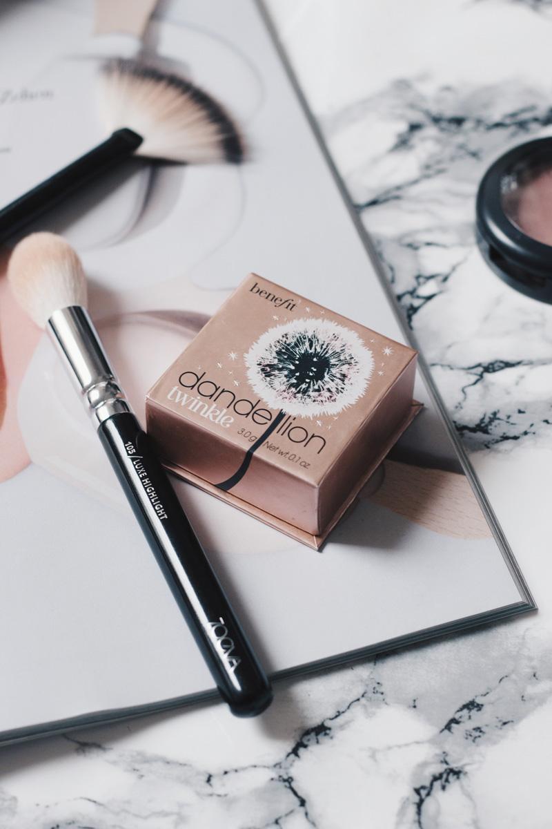 Beauty Favoriten Juli 2017 Beauty Blogger Benefit Dandelion Twinkle Swatch Highlighter Glow Review Little Emma Duesseldorf