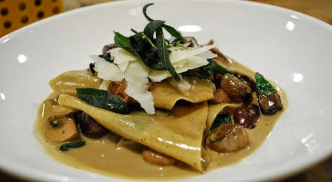 Exotic pasta with creamy mushroom curry