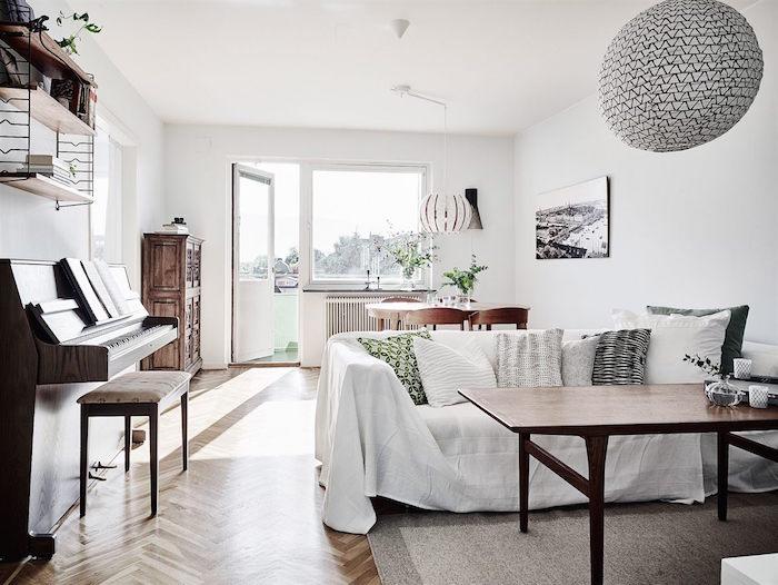 ideas para renovar tu casa -detalle del sofá con funda en el salón