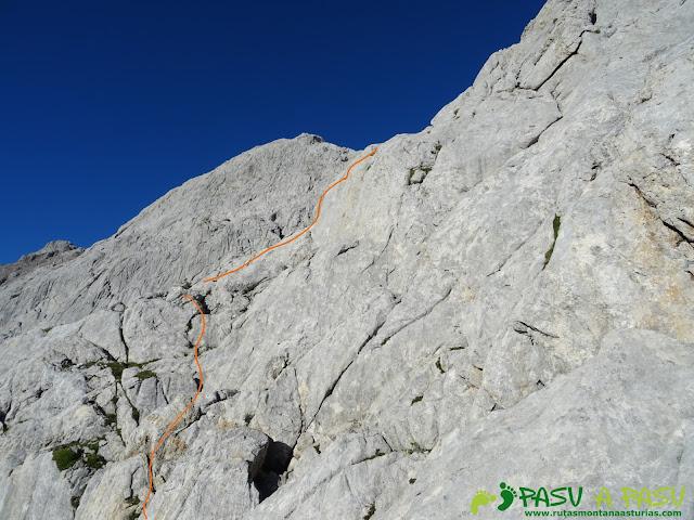 Subiendo la ladera del Torrecerredo