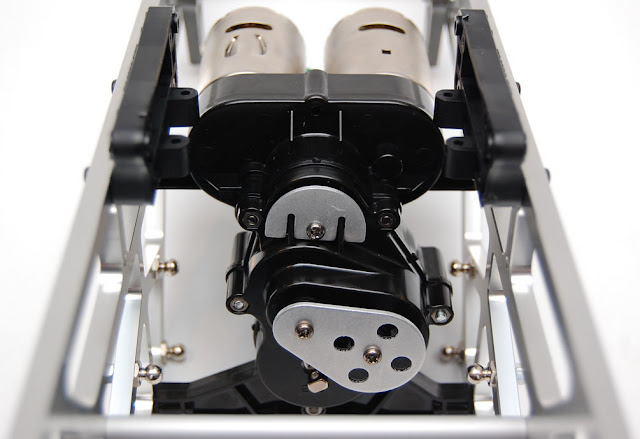 Tamiya TXT-1 transmission in chassis