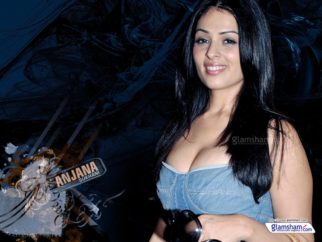 anjana sukhani boobs