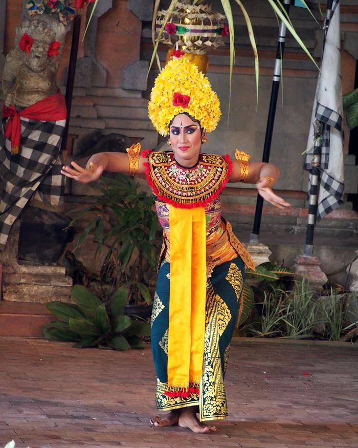 Macam Macam Tari Rakyat : macam, rakyat, Bukan, Bidadari:, Tengok, Persembahan, Barong, Dance, Batik, Tohpati, Village