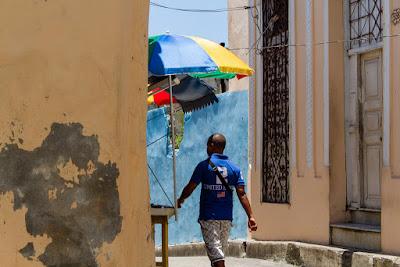 Cotidiano en Santiago de Cuba, by Guillermo Aldaya / PhotoConversa