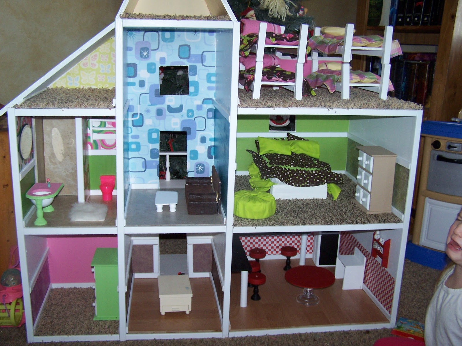 Mommy 39 s menu homemade barbie house for Homes built on your land with no money down