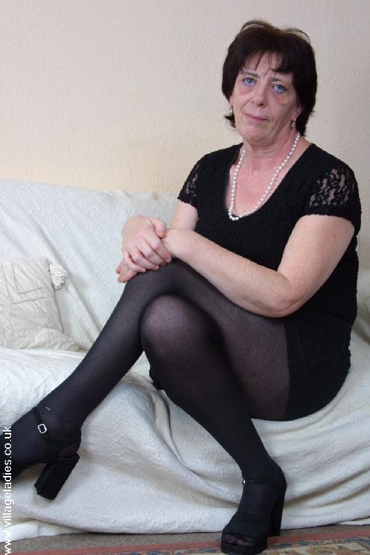 Solo 9 bbw granny with big natural boobs - 3 1