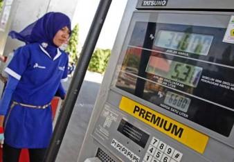 Jokowi Pastikan Harga BBM Premium Tidak Naik, tapi…