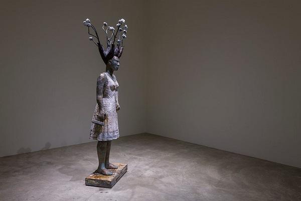 "Alison Saar - ""White Guise, 2018"" - wood, copper, bronze | imagenes obras de arte figurativo, esculturas figurativas, chidas, bellas | art pictures, cool stuff"