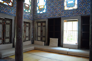 intérieur de la Bibliothèque d'Ahmet III. Cette alcôve était le lieu de lecture privé du sultan.