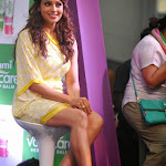 Bipasha Basu hot wallpapers showing her hot thighs