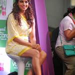 Bipasha Basu hot wallpapers showing her hot thighs
