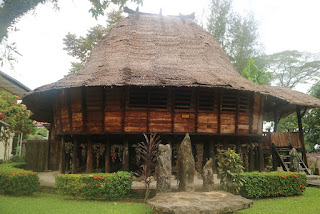Rumah Adat Nias