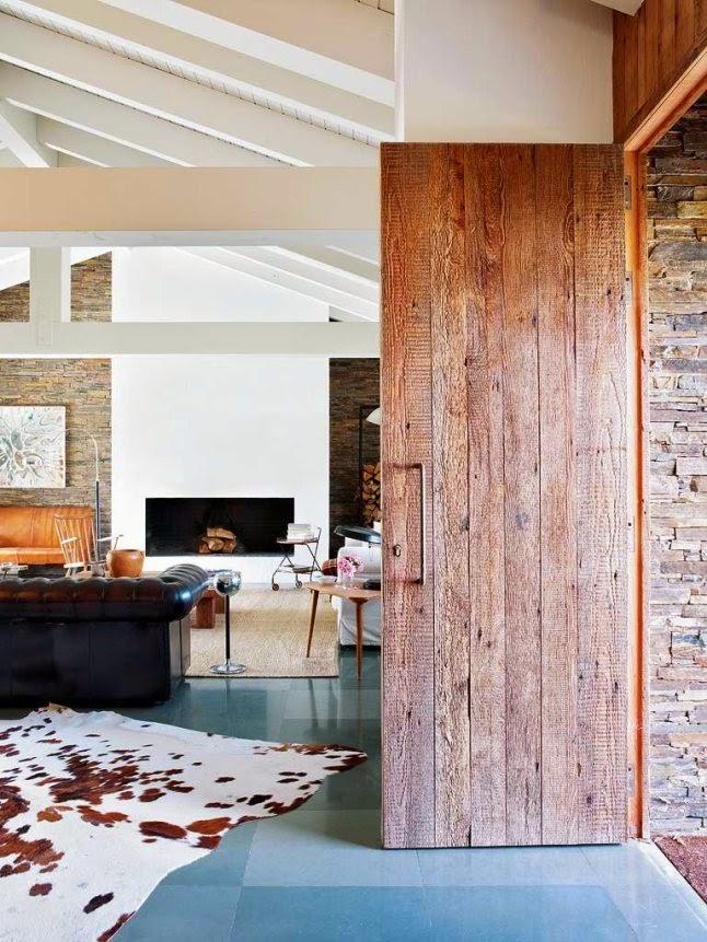 Interior Loft en piedra hierro y madera con piezas