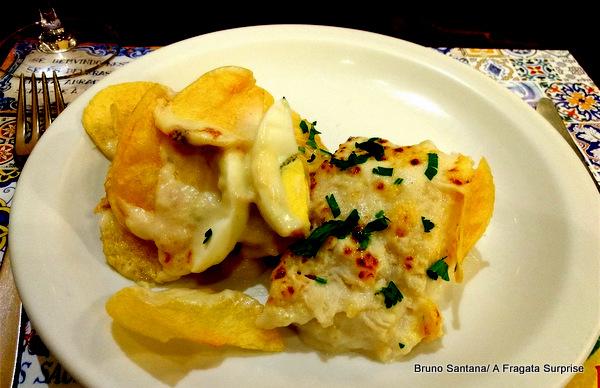 Bacalhau servido no restaurante português Alfaia, Rio de Janeiro