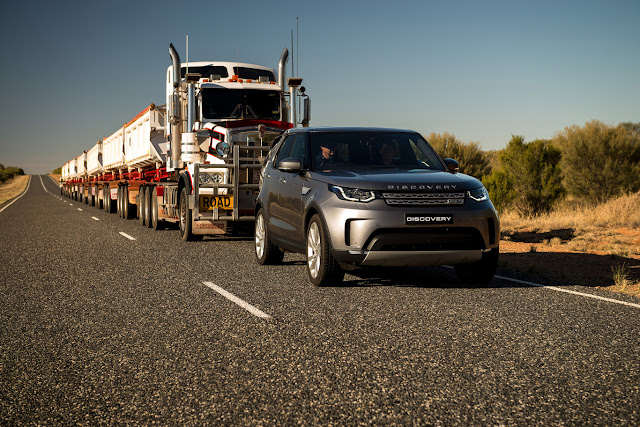 Land Rover Discovery Towing 110 Ton Convoy