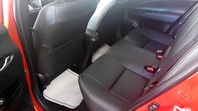 Toyota Yaris Hatch XLS 1.5 CVT - espaço traseiro