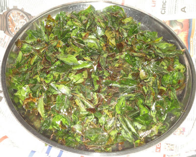 fried curry leaves