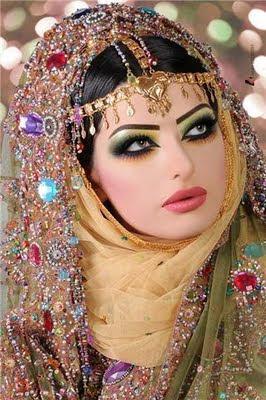 How To Live Like An Omani Princess Omani Wedding Village Interior Style