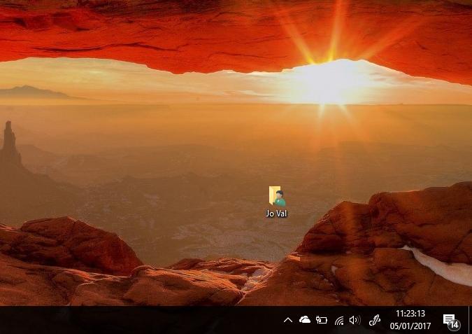 Come visualizzare anche i secondi sull'orologio della Taskbar in Windows 10 HTNovo