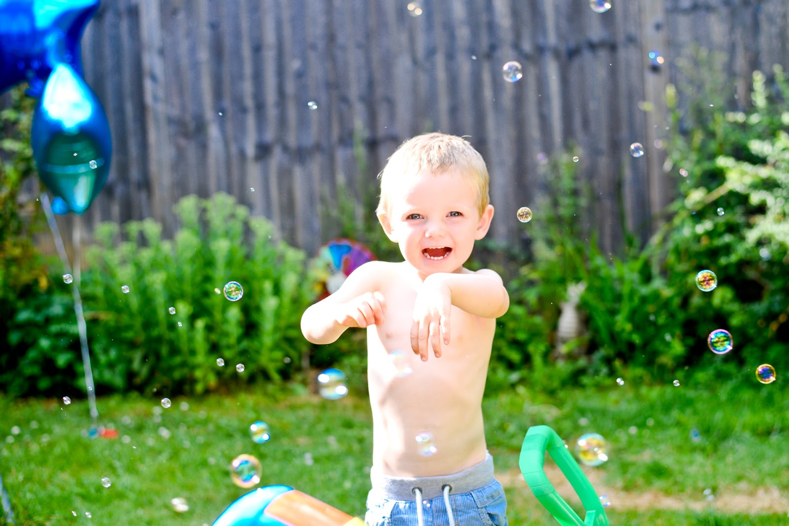 2nd birthday party, bubble machine