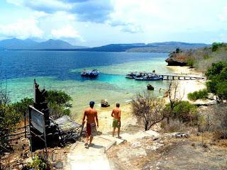 Pemandangan Pulau Menjangan yang Cerah