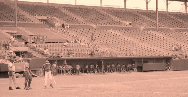 Antes se criticaba que los Metros jugaban con estadio vacío. ¡¡¡Hoy todo el mundo juega con estadio vacío!!! Foto: Daniel de Malas 1999
