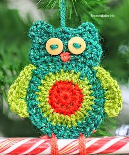 http://translate.googleusercontent.com/translate_c?depth=1&hl=es&rurl=translate.google.es&sl=en&tl=es&u=http://www.repeatcrafterme.com/2014/11/crochet-owl-candy-cane-ornaments.html&usg=ALkJrhiZSav_cuPaQbL2iU7sjGfHYJS6CQ