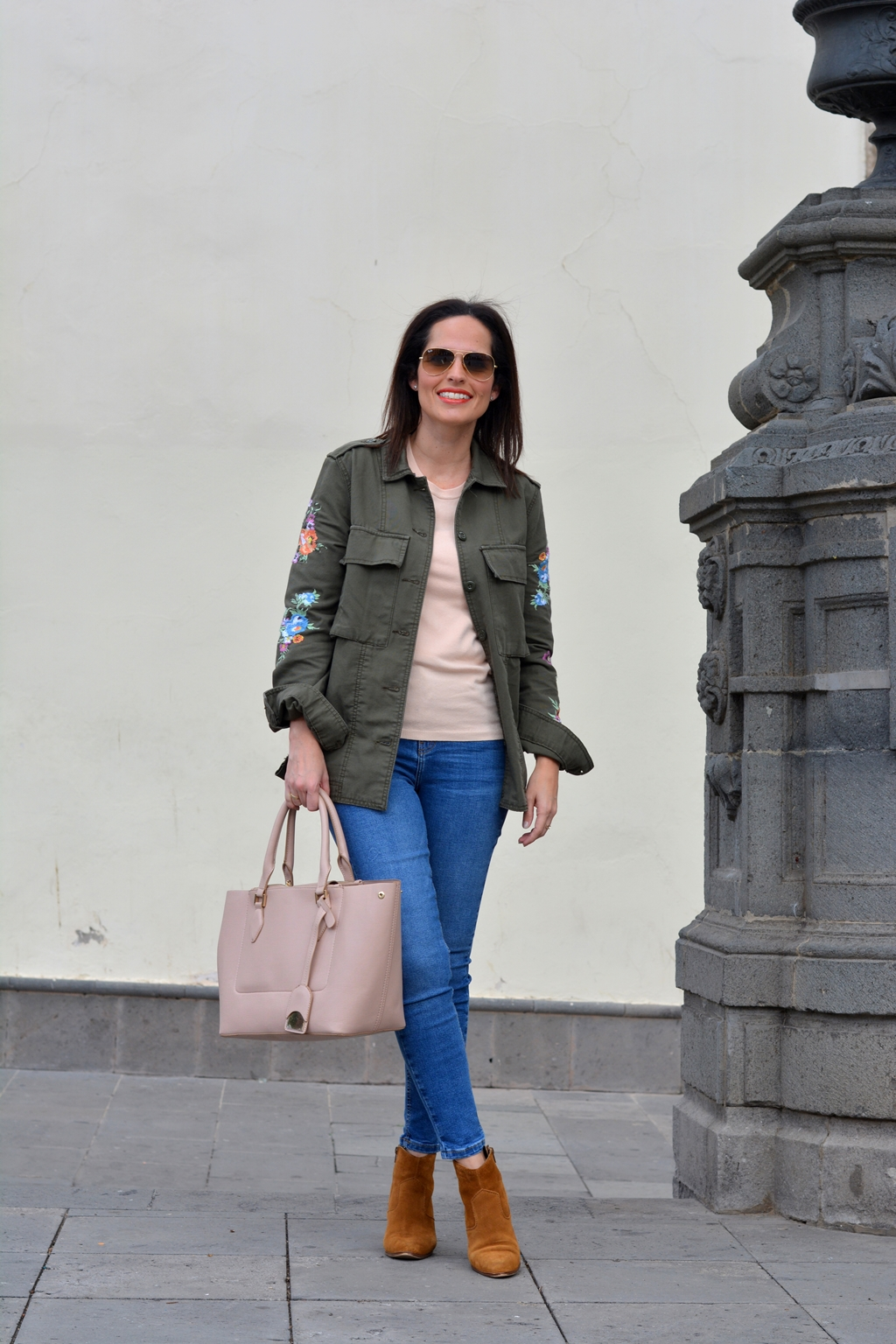 outfit-parka-con-flores-street-style
