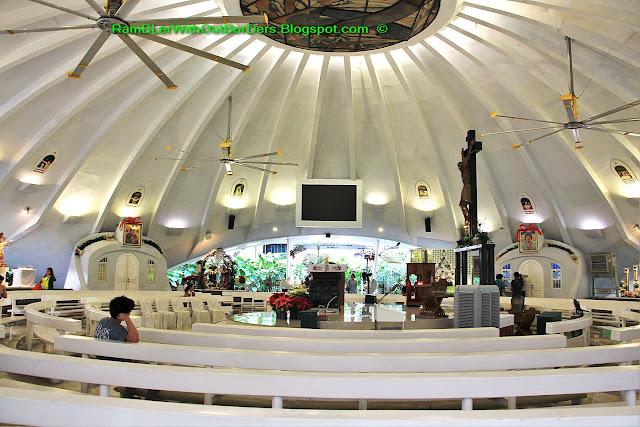 Interior, Greenbelt Chapel, Greenbelt shopping mall, Makati, Manila, the Philippines