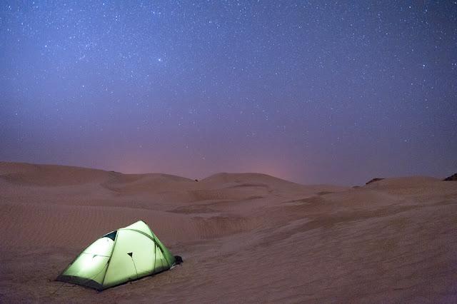 Divje kampiranje, Oman puščava, bele sipine
