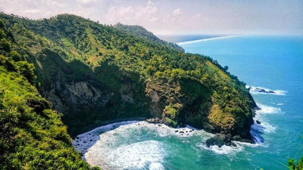 Dari Bukit Jerit - Pantai Pamuran Kebumen - Mengintip Surga Kecil Di Tebing Karangbolong + Harga Tiket RUte Perjalanan Dan Fasilitas