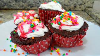https://www.receitasdmais.com/2014/10/cupcakes-no-microondas-video-passo-passo.html