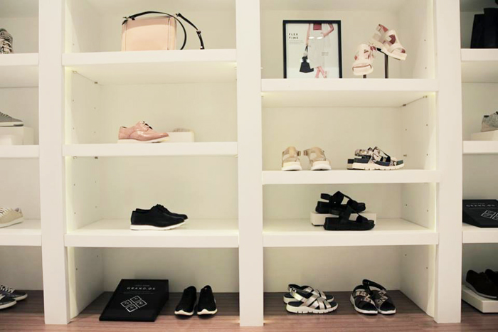Disciplined Convenient Shoebox Shoes Organizer Stand Shelf Fashion Shoe Racks Modern Double Cleaning Storage Shoes Rack Living Room Bathroom Fixtures
