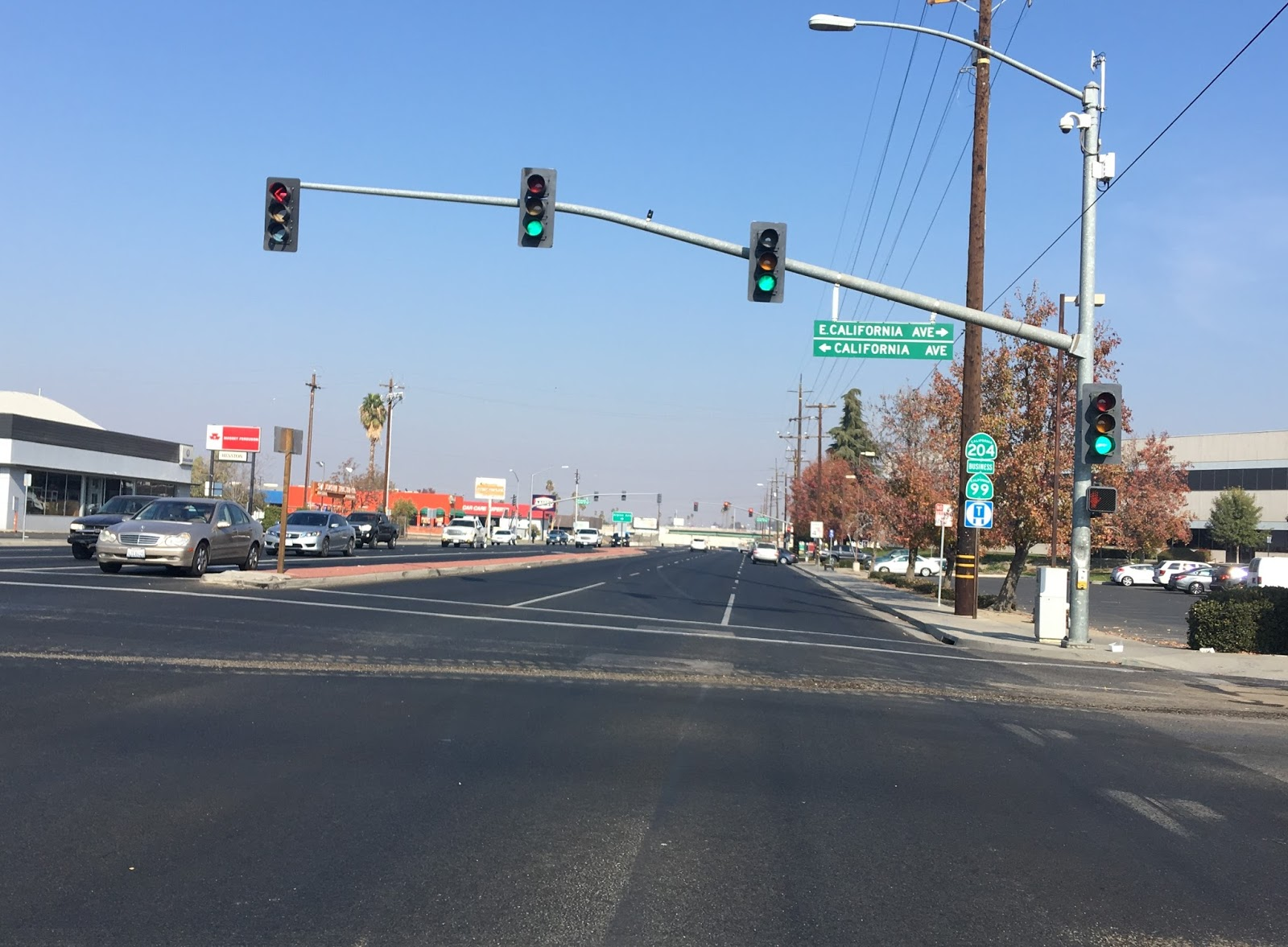 in downtown bakersfield ca 204 takes a northeast turn on golden state boulevard while union avenue can be used to access the ca 178 freeway