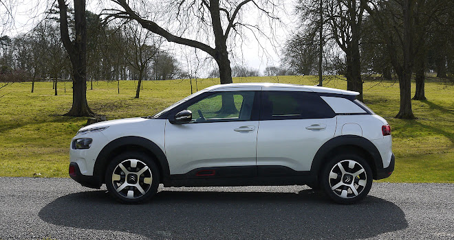 Citroen C4 Cactus 2 side view